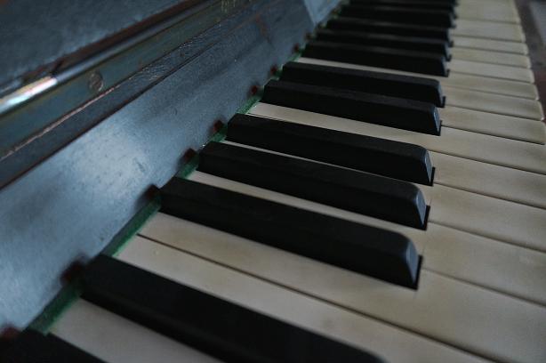 Klavier_grau
